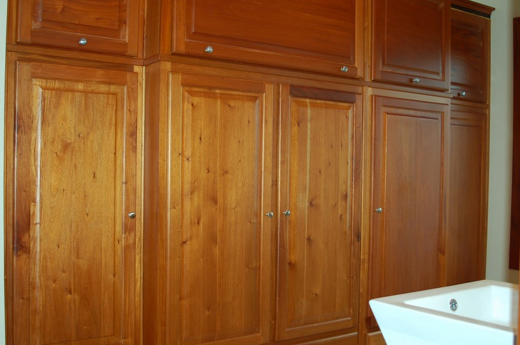 master-bath-closet.JPG